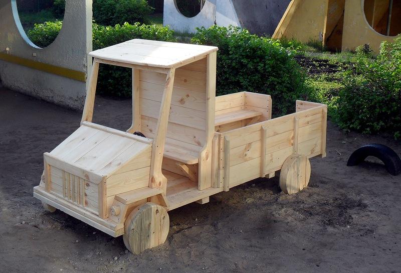 Детские площадки своими руками из дерева машинки