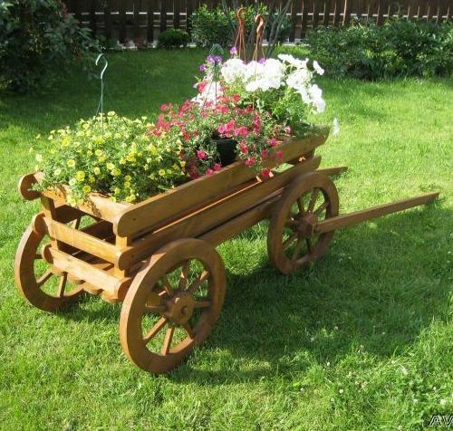 Декоративная телега с цветами